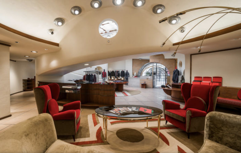 Il Custom Made di Illulian brilla all'interno della boutique Isaia nello storico Frank Lloyd Wright Building
